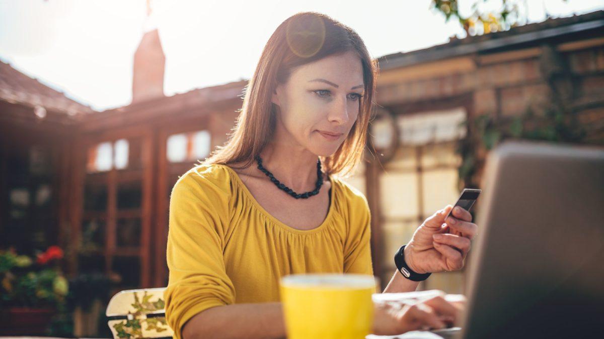Saiba como fazer compras pelo celular de forma segura