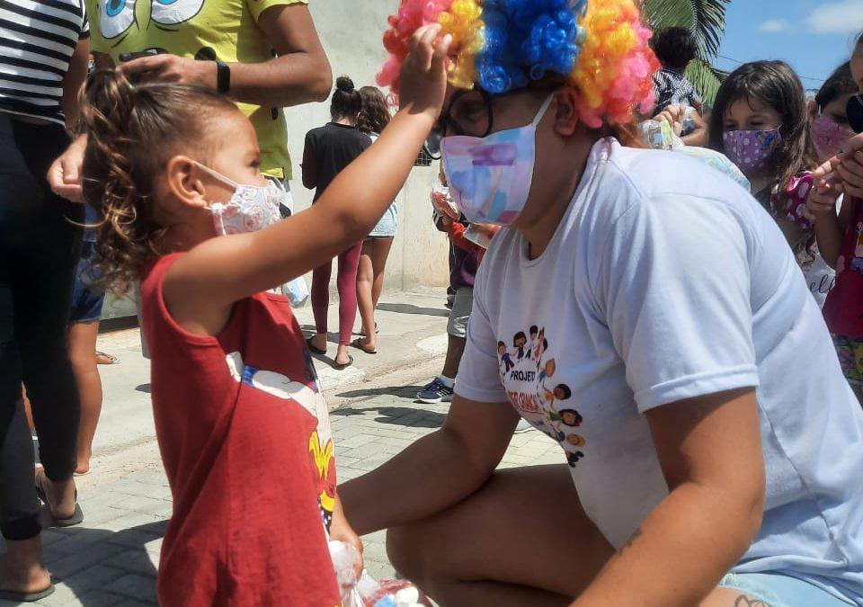 Magic City faz ação com crianças da região